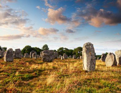 Les menhirs et mégalithes de Carnac dans le morbihan pendant vos vacances