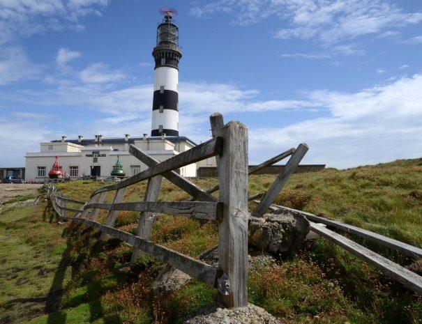 Phare de Stiff à Ouessant en Finistère pendant un voyage sur la route de phares en Bretagne