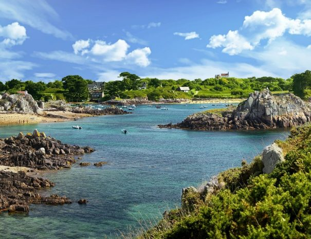 Excursion and visit to the island of Bréhat, on the Pink Granite Coast for holidays