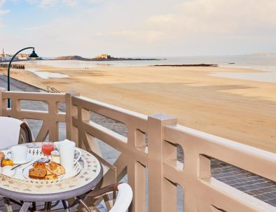Balcony with sea view at the Beaufort Hotel in Saint-Malo