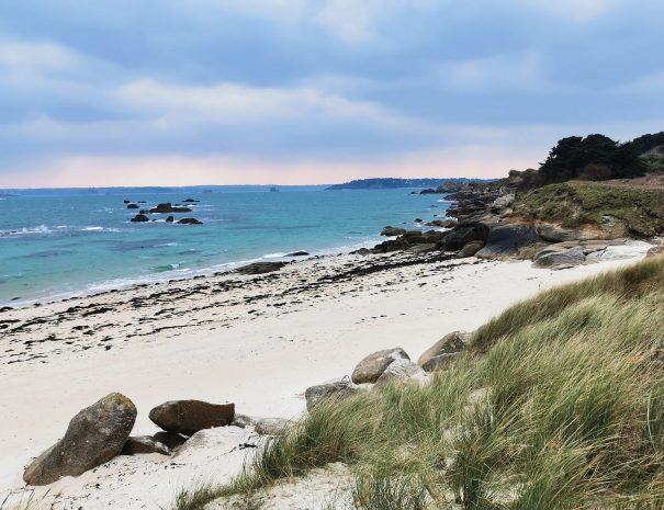 Beautiful beach in Morlaix bay during your holidays